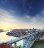 Brücke bei Sonnenuntergang Bunter Hintergrund Lizenzfreies Stockfoto