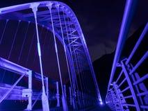Brücke beleuchtete im Purpur Lizenzfreies Stockbild