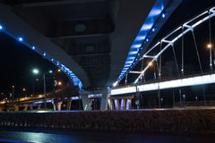 Brücke belichtet nachts Stockfotografie
