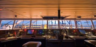 Brücke an Bord des modernen Schiffs Lizenzfreie Stockfotos