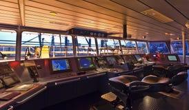 Brücke an Bord des modernen Schiffs Stockbilder