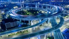 Brücke Chinas Shanghai Nanpu mit Zeitspanne des starken Verkehrs stock footage