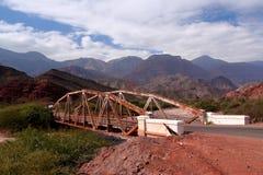 Brücke in den Anden, in Salta-Provinz, Argentinien Lizenzfreies Stockfoto