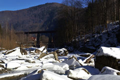 Brücke in den Bergen Stockbilder