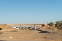 Brücke der B1-road Überbrückung in Keetmanshoop Stockfoto