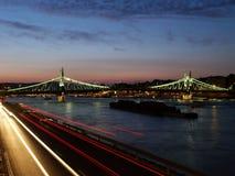 Brücke an der Dämmerung Stockfoto