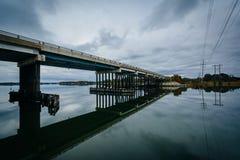 Brücke an der Eichen-Nebenfluss-Landung, in Newcomb, nahe St. Michaels, Mary stockbilder