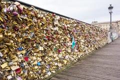Brücke der Liebe in Paris Stockbilder