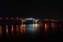 Brücke in der Nacht Lizenzfreie Stockbilder