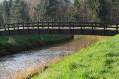 Brücke in der Natur Lizenzfreie Stockbilder