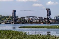 Brücke des abgehobenen Betrages über Tennesse-Fluss Decatur Alabama Lizenzfreies Stockfoto