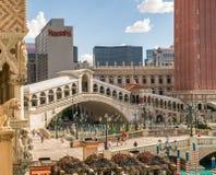 Brücke des venetianischen Hotel- und Kasinofußes über dem Kanal Lizenzfreies Stockfoto