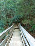 Brücke in die Berge Stockfotos