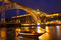 Brücke Dom Luis I über Duero-Fluss nachts Stockbilder