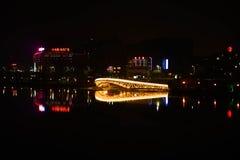 Brücke durch den Bai-Fluss stockbild