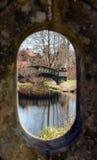 Brücke durch Schlüsselloch Stockbild