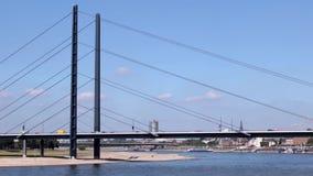 Brücke in Dusseldorf, Deutschland stock video footage
