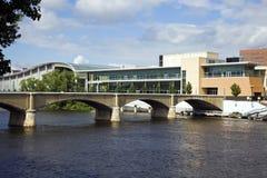 Brücke in Grand Rapids lizenzfreies stockbild