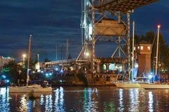 Brücke, hebend, Gegengewicht, Unterstützung, Fluss, Schwingen, Yacht, Stadt, Festival, Nacht an stockfotos