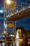 Brücke, hebend, Gegengewicht, Unterstützung, Fluss, Schwingen, Yacht, Stadt, Festival, Nacht an lizenzfreie stockfotos