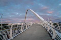 Brücke an Hendon-Park bei Sonnenuntergang Stockfotografie