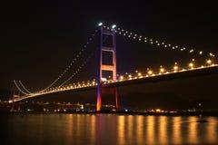 Brücke in Hong Kong nachts Lizenzfreies Stockbild