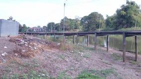 Brücke in hundert Jahren alt in Suphan Buri, Thailand im Jahre 2015 Lizenzfreies Stockfoto