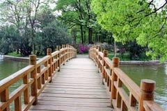 Brücke im chinesischen Park. Stockbild