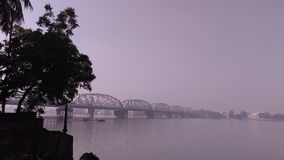 Brücke im Fluss Ganga Lizenzfreies Stockbild