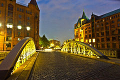 Brücke im historischen Speicherstadt (Lagerbezirk) in Hamburg Stockbilder