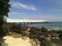 Brücke im Meer Stockfotografie