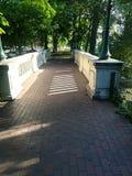 Brücke im Park Stockbild