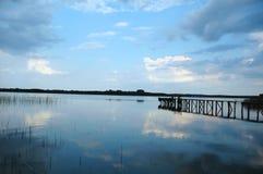 Brücke im See Stockbilder