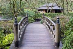 Brücke am japanischen Garten Stockfotos