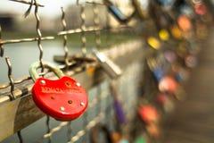 Brücke Kladka Bernatka der Liebe mit Liebe padlocks Lizenzfreie Stockfotos