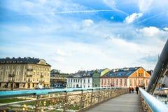 Brücke Kladka Bernatka der Liebe mit Liebe padlocks Steg Ojca Bernatka - Brücke über der Weichsel Lizenzfreie Stockbilder