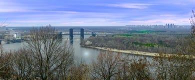Brücke in Kyiv, Fallansichtpanorama auf Dnipro-Fluss, Ukraine lizenzfreie stockbilder