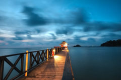 Brücke an Lagoi-Bucht, Bintan, Indonesien Stockfotos