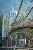 Brücke Lakshman Jhula über dem Ganges in Rishikesh Stockbild