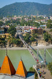 Brücke Laxman Jhula über dem Ganges in Rishikesh Stockfotografie