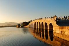 Brücke mit 17 Bögen Stockfotos