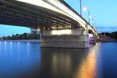 Brücke mit dekorativen Lichtern Stockbilder