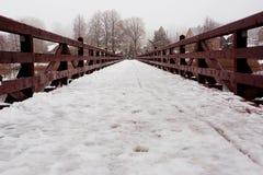 Brücke mit Schnee Stockfotografie