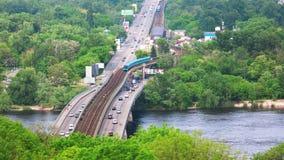 Brücke mit U-Bahn stock video