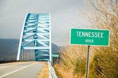 Brücke mit Zeichen stockfotos