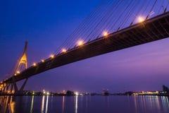 Brücke nachts von Bangkok, Thailand Lizenzfreies Stockbild