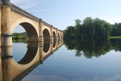 Brücke nahe Großartigem-Brassac Frankreich Stockbild