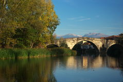 Brücke nahe Nevestino-Dorf Lizenzfreies Stockbild