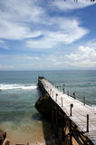 Brücke in Ozean Lizenzfreie Stockfotografie