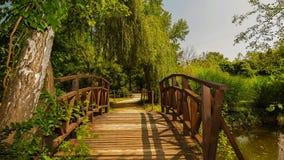 Brücke in Park-Museum ` Vrana-` Park hergestellt von König Ferdinand in Sofia bulgarien stockbild